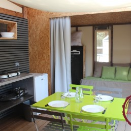 camping chênes rouges tente coquelicot glamping nature tent
